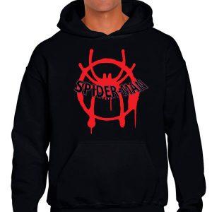 Sudadera negra con logo de spiderman nuevo universo