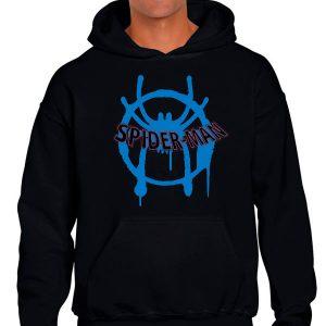 Sudadera negra con logo azul de spiderman nuevo universo