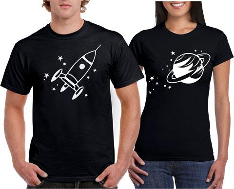 Playeras de parejas cohete y planetas